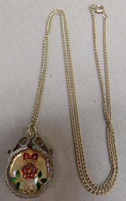 1983 20p piece pendant & necklace (enamelled commemorative)