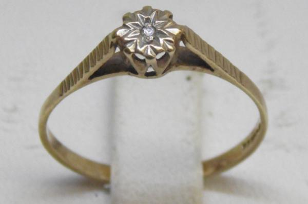 9ct Gold diamond solitaire ring size N 1/2