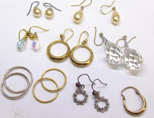 Selection of earrings incl. 9ct gold