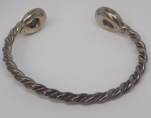 Hallmarked Birmingham heavy silver twisted bangle (25.7 gms)