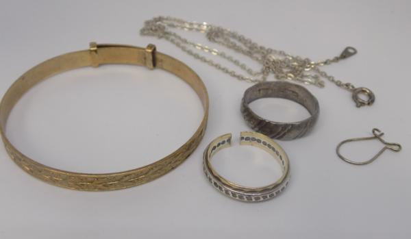 Selection of jewellery inc rolled gold & silver