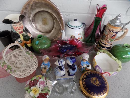 Box of collectables incl. Delft & Limoges