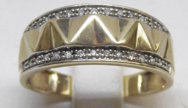 9ct Gold & diamond ring size T
