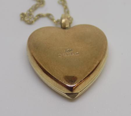 9ct gold opening heart locket (1.8 grams)