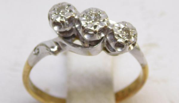 18ct and platinum 3 diamond ring