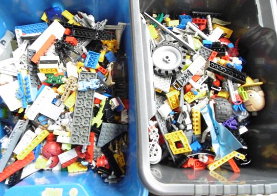 Collection of vintage 1960's Lego, approx. 5 kg in total