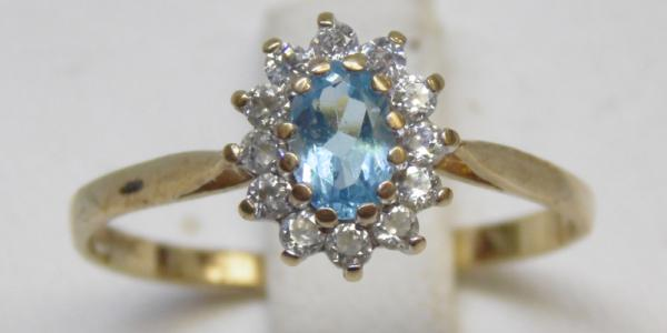 9ct Gold blue topaz cluster ring size S 1/2