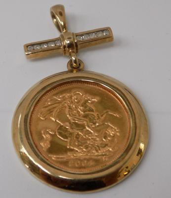 22ct Half mounted Sovereign 2004