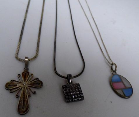 3 silver pendants & chains