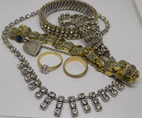 Selection of vintage costume jewellery, incl. silver pendant