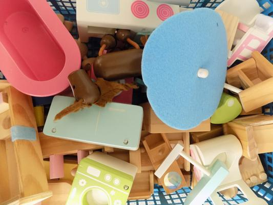 Large amount of wooden doll's house furniture + some figures