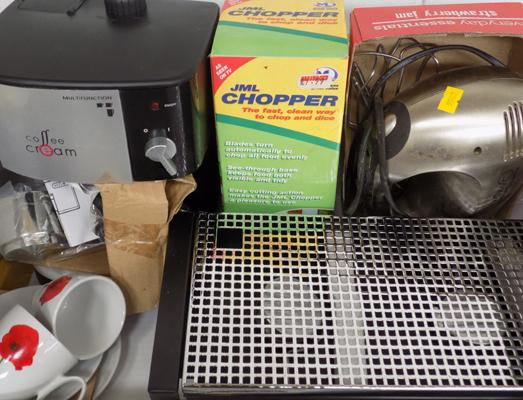 Kitchen ware incl. espresso machine, Russel Hobbs food mixer, chopper + plate warmer