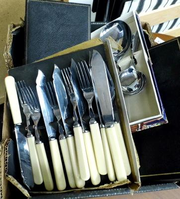Box of cutlery sets