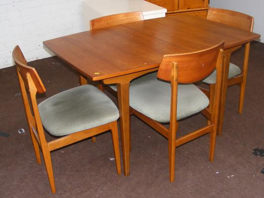 Teak table + 4 chairs