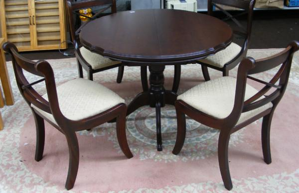 Circular extending table & 4 chairs