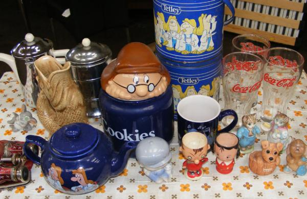 Box of mixed collectables inc Tetleys, Beswick, Coco Cola etc...