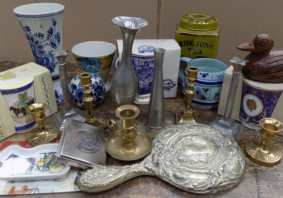 Assortment of collectables incl. Ringtons, Delph etc.