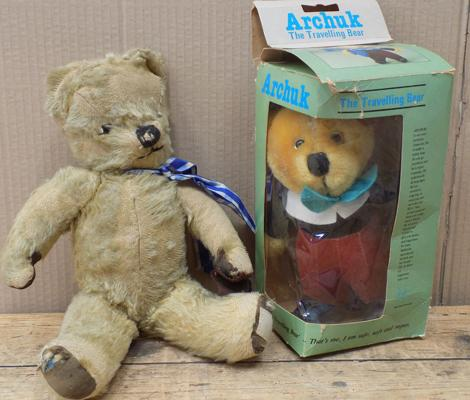 2 x Vintage bears incl. 1 x wind up musical