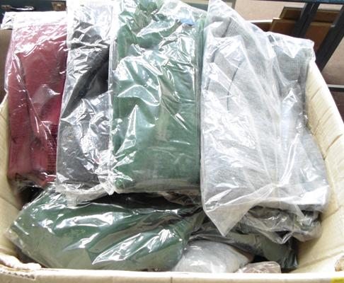 Box of 30 acrylic jumpers (mixed sizes/colours)