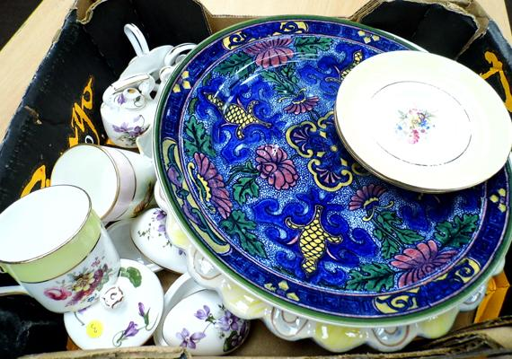 Box of pottery, incl. Hammersley & Royal Doulton