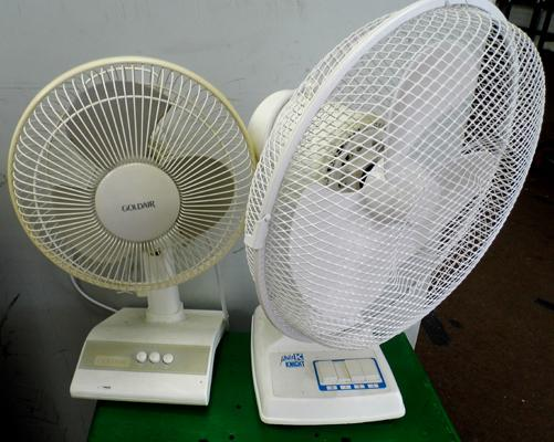 2 table top fans