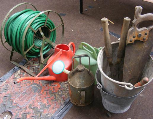 Job lot of garden tools inc galvanised buckets & hose on reel