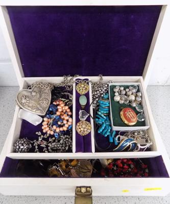 Vintage jewellery box containing costume jewellery, gemstone jewellery, vintage jewellery etc...