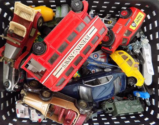 Good selection of modern & vintage diecast cars, incl. Matchbox, Britains, Lesney etc...