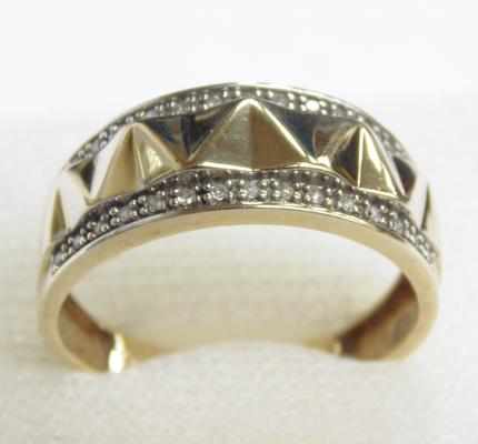 9ct gold & diamond ring, size T