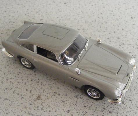 Precision diecast, 1/40 scale, James Bond 007, Aston Martin DB5 (mint condition)