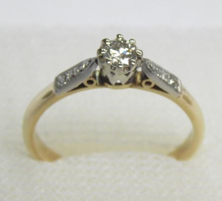 18ct gold & platinum diamond solitaire ring, size M 1/2