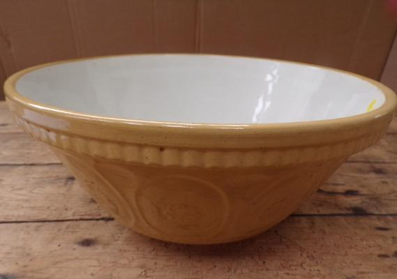 Retro ceramic mixing bowl