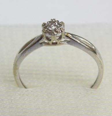 9ct white gold diamond ring, size L 1/2