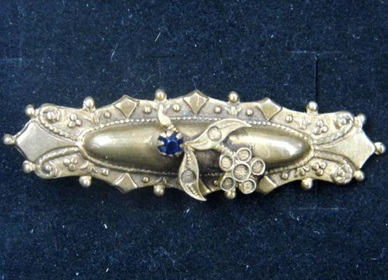 Edwardian yellow metal brooch-over 5gms