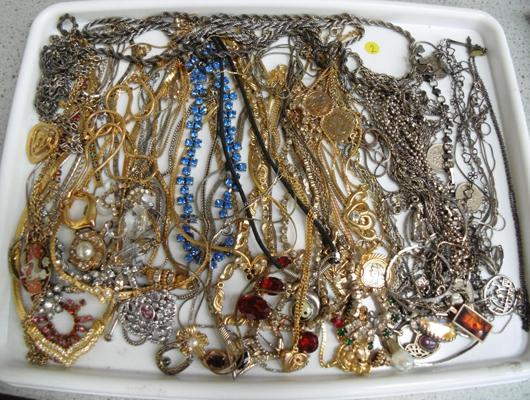 Collection of costume jewellery incl. silver, white metal & filigree