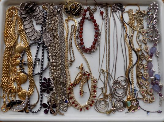 Tray of costume jewellery