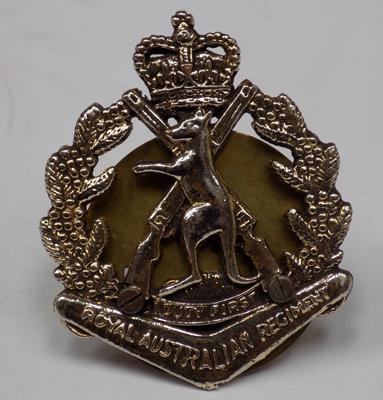 Royal Australian Regiment car grill badge - rare