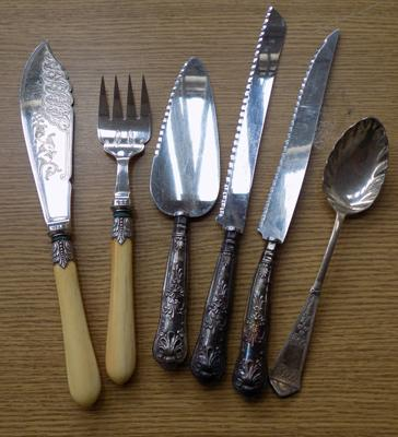 Mixed selection of cutlery, incl. silver cake slice & others