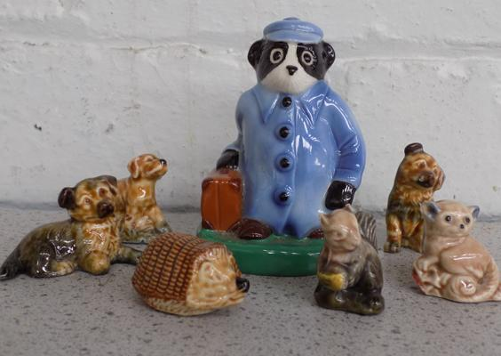 Assortment of Wade Whimsies & Wade travelling badger