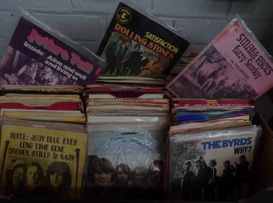 Box of 1960's singles, incl Stones, Small Faces, Bryds, Jethro Tull, Manfred Mann etc...