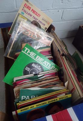 Box of 1960's/70's records, incl. Beatles, Elvis etc...