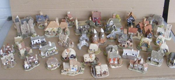 Large box of Lilliput Lane + John Winter figures, 41 in box (some damage, chips etc...)