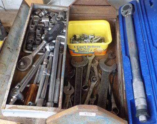 Metal tool box with tools, incl. torque wrench + socket set