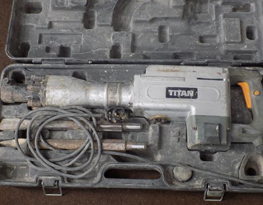 Titan concrete breaker in W/O with case