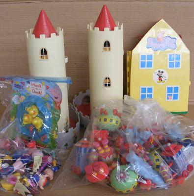 36 x In the Night Garden toys, 20 x Ben & Hollie figures + 2 x castle/houses