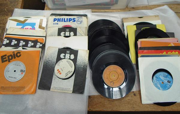"Box of rare 7"" singles, incl. demos"