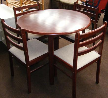 Circular table & four chairs