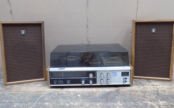 Vintage Sanyo stereo record player + 2 speakers
