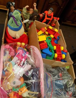 Box of vintage toys, incl. Action Man