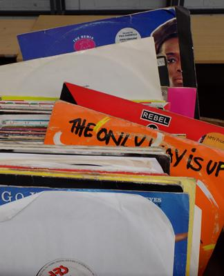 Selection of Dance records, singles + LPs,incl. Yazz, D-Ream